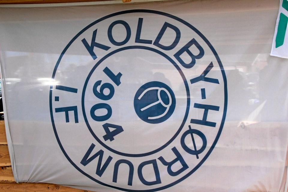 Klubbens logo var til at få øje på i form af dette banner. Foto: Hans B. Henriksen Hans B. Henriksen