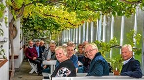 Se billederne: to realklasser fra Løgstør mødte hinanden 50 år efter