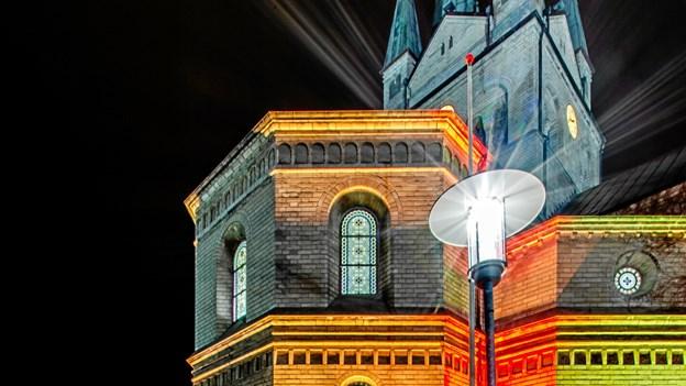 Frederikshavns kirke badet i lys. Foto: Randi Møgelmose