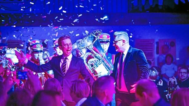 Med trompeter, basuner og konfetti blev showet skudt i gang. Foto: Ole Iversen Ole Iversen