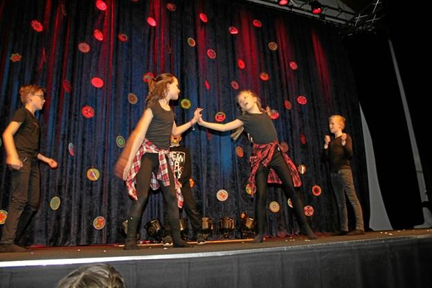 Børnene har selv været med til at vælge blandt andet dansetrin, og så var de spændte på, om de kunne huske dem, da det gjaldt. Privatfoto