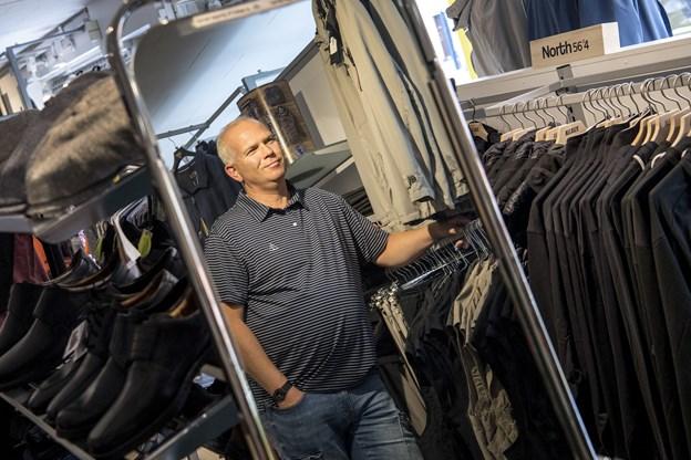 Thomas Jensen har fundet sig en niche med at sælge tøj til store mænd.