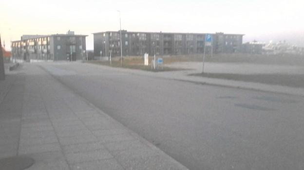 Den øverste del af Jernbanegade afspærres for at lave et midlertidigt byrumseksperiment.  Privatfoto