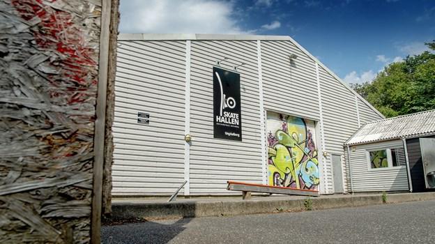 Skatehallen i Vejgaard tiltrækker en masse unge. Foto: Lars Pauli