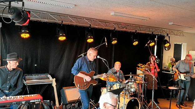 Mr. Leonard leverede tonerne ved forårets sidste koncert i Havnehuset i Hou. Privatfoto