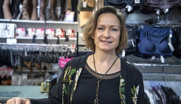 43-årige Birgitte Fyllgraf Nørgaard arbejder nu hos Fleur Bodywear i Adelgade 29. ?Foto: Kim Dahl Hansen
