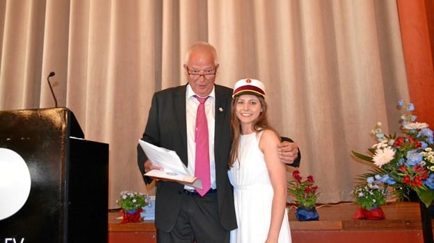 Årets student blev Vivi Kristina Uhrenholt Sørensen fra 3.B og blev overrakt af Jens Arne Hedegaard, Brønderslev Rotary Klub.Privatfoto