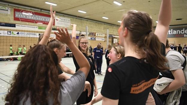 Der blev også plads til et kampråb ind i mellem volleykampene i idrætscentret, hvor 850 unge efterskoleelever dystede i både klassiske og alternative idrætsgrene. Foto: Mette Nielsen