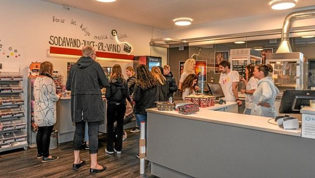 21 elever fra Løgstør Skoles 9 klasses internationale linje var kommet for at se filmen om mulighederne ved at komme ud under EVS vilkår. Foto: Mogens Lynge Mogens Lynge