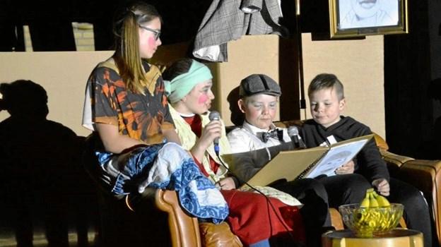 Thea fra 7. kl., Carla fra 7. kl., Jacob fra 6. kl. og Viktor fra 4. kl. stod sammen for at kæde forestillingen aften. Privatfoto