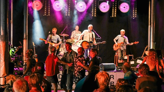 Kejser Larsen Band fik hurtigt dansegulvet fyldt. Foto: Niels Helver Niels Helver