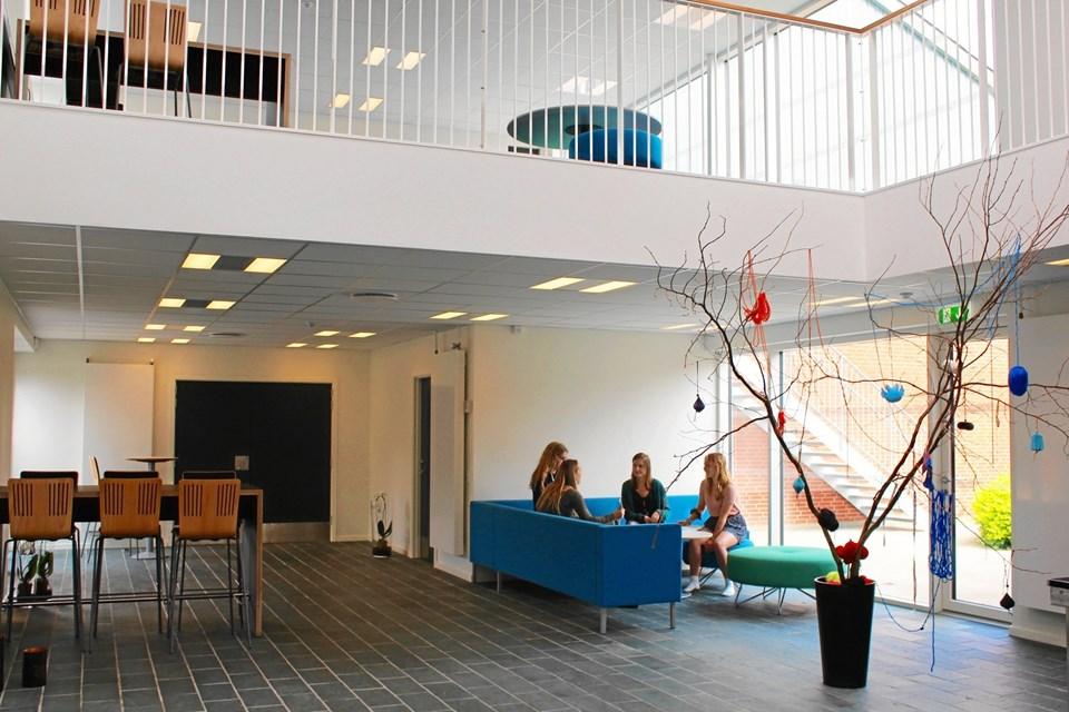 Der er budt op til efterskolernes aften - her et vue ind over samlingslokalerne i Hørby.