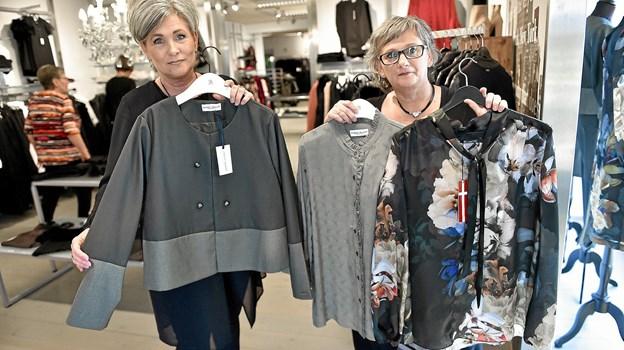 Søstrene vil satse udelukkende på tøjet til festen og tøj i den eksklusive ende, som denne Margit Brandt blazer og bluser i eksklusive mærker.Foto: Ole Iversen