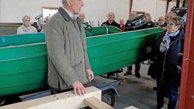 Driftsleder Niels Dahlin Lisborg fortæller om Aage V. Jensen Naturfond og de mange områder, der forvaltes af fonden. Niels Lisborg er også driftsleder for Hulsig og Råbjerg Hede. Foto: Niels Helver