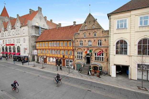 Ejendommen Østerågade 23-25/Maren Turis Gade 6 er en af Aalborgs ældste, og kan dateres helt tilbage til 1600-tallet.