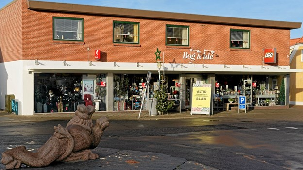 Bog og Idé på Hjørringgade i Hirtshals er nok Hirtshals ældste forretning, der den 13. marts kan fejre 100 års jubilæum endda på den samme adresse. Foto: Niels Helver