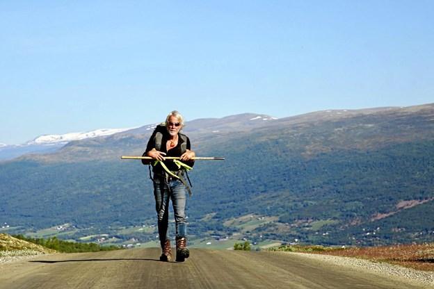 Helge Rude Kristensen holdt, hvad han lovede og gik 3500 km. fra Nordkap til Give. Det beretter han mere om ved besøget i Vester Hassing Sognegård. Privatfoto