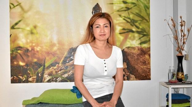 Warunee Lapirtis har åbnet klinikken Tongkun Wellness på Adelgade i Hobro. Foto: Jesper Bøss