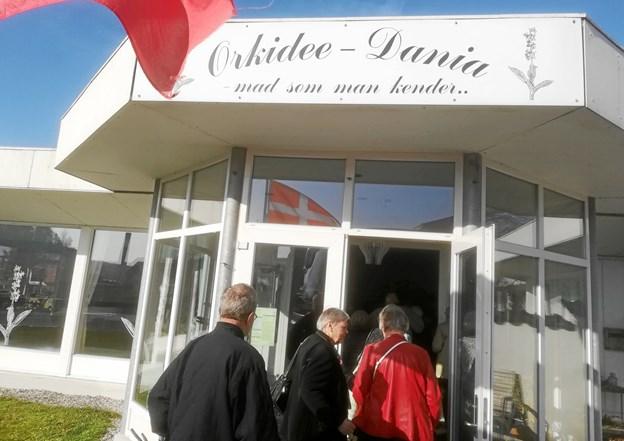 En hel busfuld med Finn og Jørns Busser og glade medlemmer fra Tirsdagsklubben M/K i Hadsund - har været på tur. Først kørte man omkring Norup, Falslev og Dania. Stop på Orkideen, hvor Dorthe havde lavet dejlig mad og kaffe.