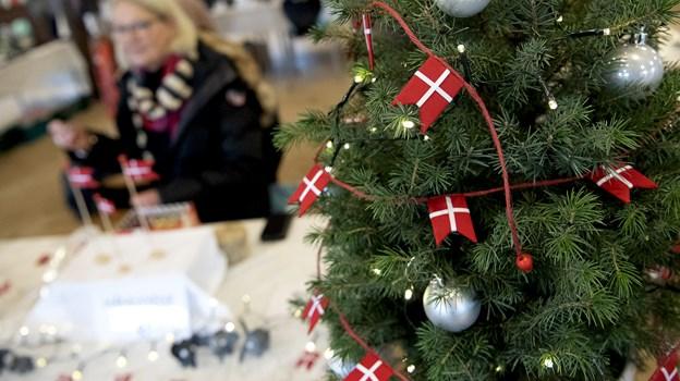Håndlavede dannebrogsflag til juletræet var der også.Foto: Lars Pauli © Lars Pauli