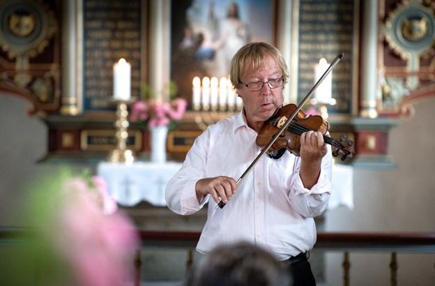 I oktober er violinist Kim Sjøgren gæstelærer hos Morsø Suzuki Skole, når der holdes workshop for skolens elever. ?Her ses han til en koncert i Ejerslev Kirke i 2017.Arkivfoto: Bo Lehm