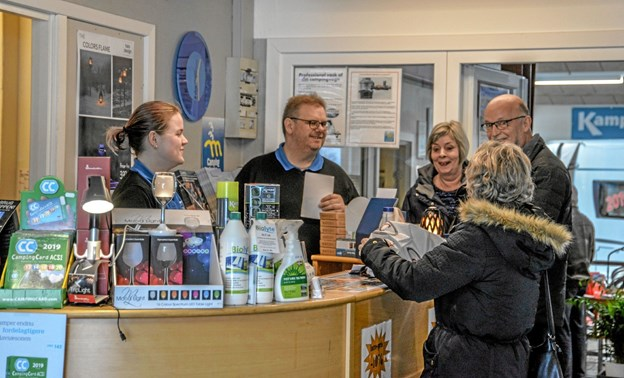 Ejer Peter Larsen talte med mange af de gæster, som var på besøg i weekendens løb. Foto: Mogens Lynge Mogens Lynge