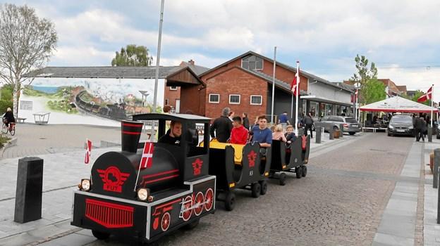 Den nye Brovst »Fut« klar til afgang ved Jernbanetorvet. Jo, Brovst er igen blevet »stationsby« her 50 år efter jernbanens nedlæggelse!