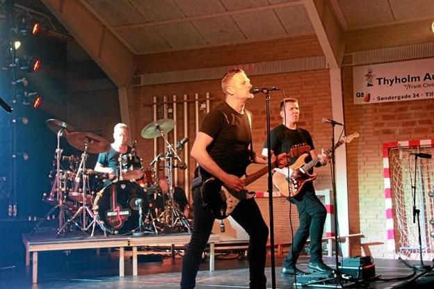"""""""Bryan Adams Tribute"""" gav en flot koncert hvor alle sejl var sat til. Hans B. Henriksen"""