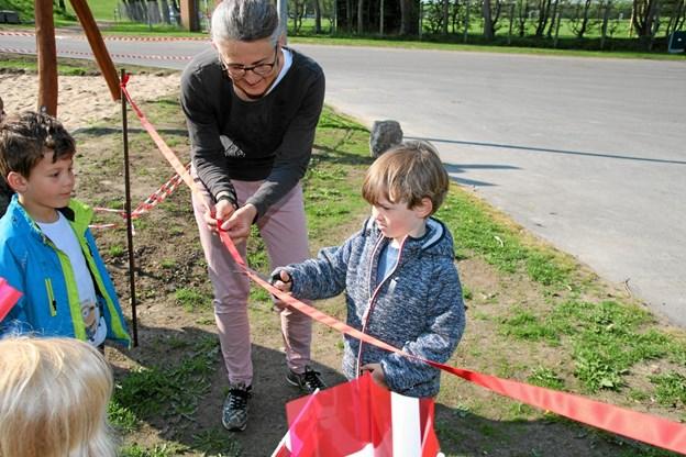 Kirsten Bøjstrup holder snoren. Foto: Flemming Dahl Jensen