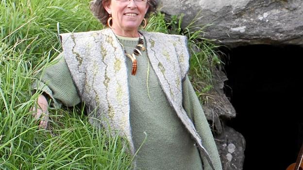 Hanne Methling holder jættestuekoncert på Blakshøj ved Gærumog bringer med sang og foredrag liv i forfædrene. Privatfoto
