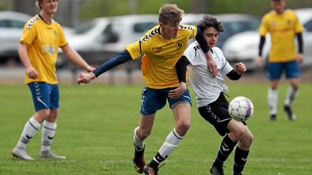 VHG/GS i hvide bluser vandt fredag aften 6-2 hjemme mod Strandby-Elling-Nielstrup IF. Foto: Allan Mortensen