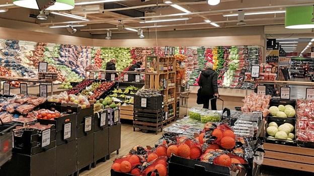 Frugt & grøntafdelingen udvides og spejlvæggen erstattes ved vinduer ud til butikken. Foto: Karl Erik Hansen Karl Erik Hansen