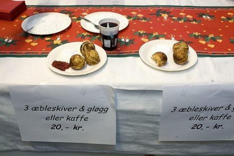 Uden mad og drikke... Der kunne (også) købes både æbleskiver, gløgg og kaffe.