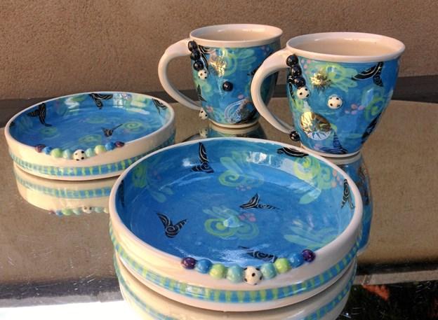 To gæsteudstillere åbner Mygdalhus i jubilæumsåret - nemlig Anita Taarsted med sin keramik og Esben Hanefelt med malerier. Hertil kommer 33 faste udstillere.