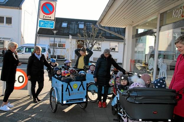 Så skal der pyntes med påskeæg i Pandrup. Foto: Flemming Dahl Jensen Flemming Dahl Jensen