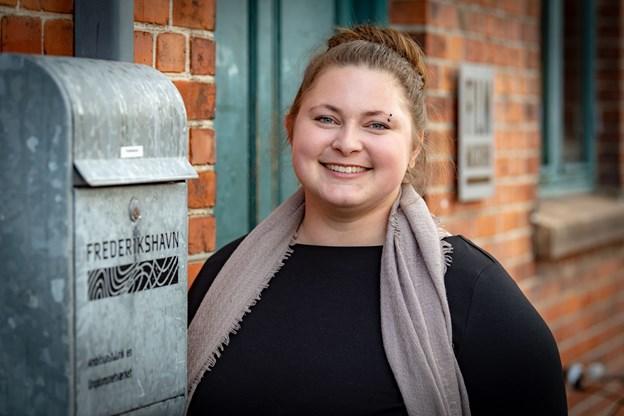 Psykolog Katrine Rosenlund Aase tager sig af de mange samtaler med unge i Frederikshavn