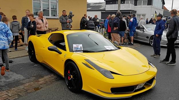 Denne gule Ferrari var blandt trækplastrene til en køretur. Foto: Ole Svendsen