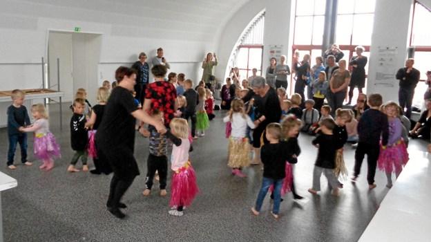 Festen sluttede med sang og dans. Privatfoto Privatfoto