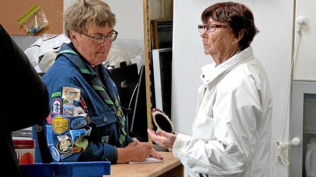Spejderleder Vera Hansen havde i fire timer travlt med at afregne for køb. Foto: Ejlif Rasmussen