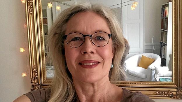 """Den kendte skuespiller Marianne Høgsbro er som kusine til Nanna Henriette Høgsbro godt kendt med Dronninglund Slot, hvor hun søndag oplæser H.C. Andersens eventyr """"Juletræet"""". Foto: Ole Torp"""