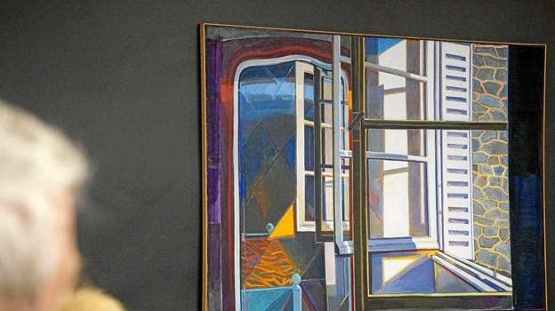 Søren Elgaard står bage dette værk - vinduet er åbent, men det er alligevel lidt svært for en tiltalt at tage flugten ...