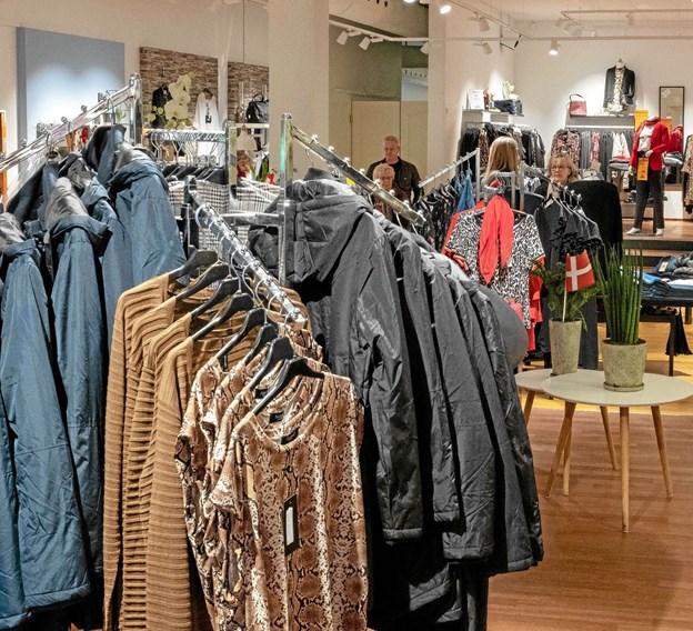Den nye forretning er hyggeligt indrettet med plads til et righoldigt udvalg i dametøj. Foto: Niels Helver Niels Helver