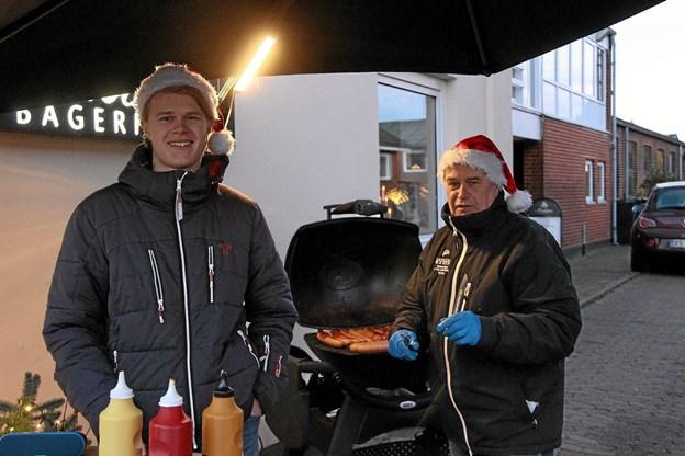 Udenfor hos bager Madsen blev der solgt mange frankfurtere. Foto: Hans B. Henriksen Hans B. Henriksen