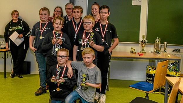 Der var medaljer og pokaler til klubmestrene i Løgstør Sportsskytteklub. Foto: Mogens Lynge Mogens Lynge