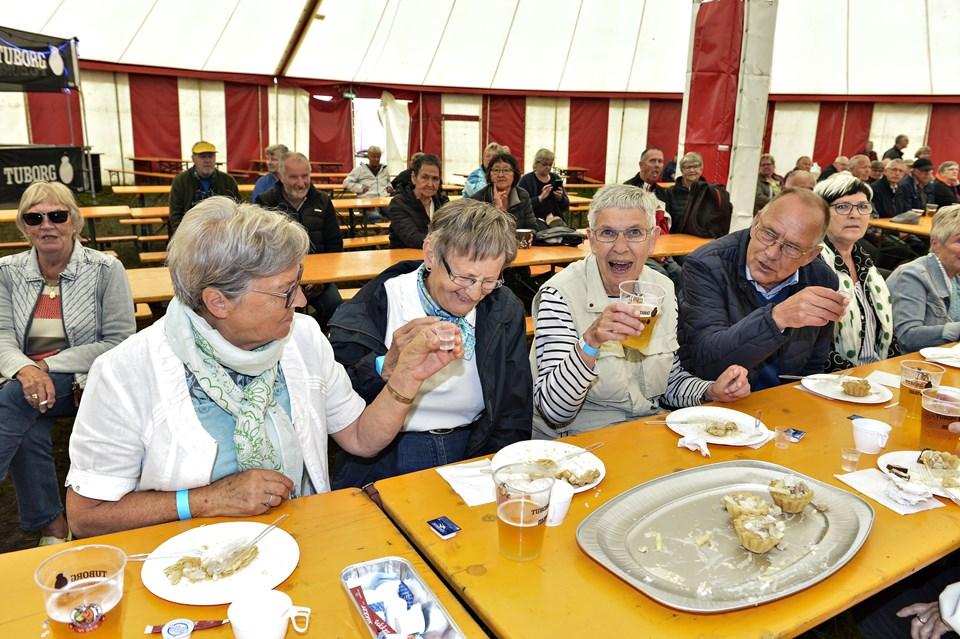 Fredag bød også på pensionistfrokost med underholdning af Keld og Hilda.Foto: Bent Bach