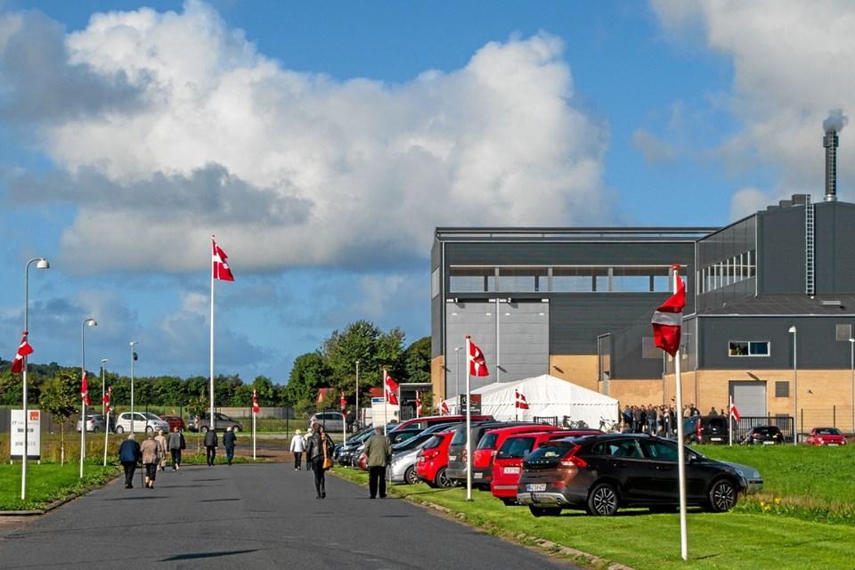 September: Sindal Varmeforsyning indviede et af Europas reneste varmeværker. Det er et helt nyt biomassebaseret kraftvarmeværk med nyeste teknologi, der nu er taget i brug. Anlægget har kostet i omegnen af 65 millioner kroner, og byggeperioden har været på cirka et år. Foto: Niels Helver Niels Helver