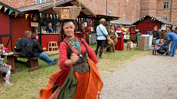 Glade musikanter og dansere optrådte og var med til at skabe en stemning af gamle dage. Foto: Jørgen Ingvardsen Jørgen Ingvardsen