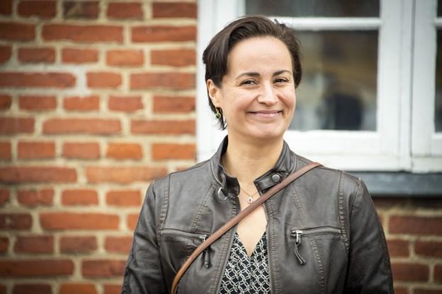 Julie Berthelsen er om nogen et produkt af vores fælles historie imellem Grønland og Danmark, og hun var meget glad for at få æren af at åbne udstillingen på Dorf Møllegaard. Foto: Kim Dahl Hansen Foto: Kim Dahl Hansen