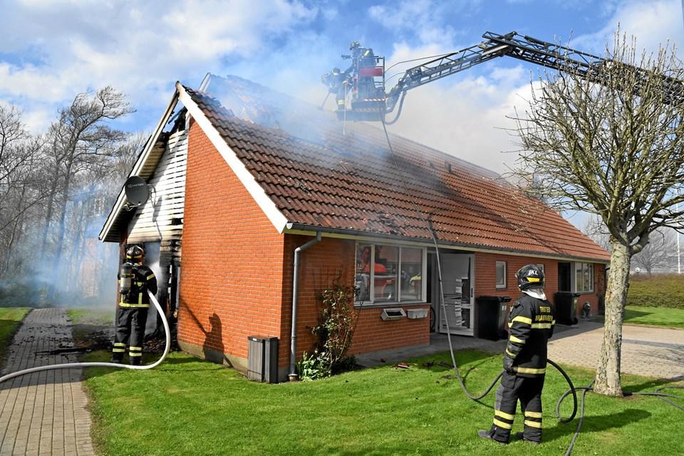 Branden gjorde den ene lejlighed i huset ubeboelig. Foto: Peter Mørk