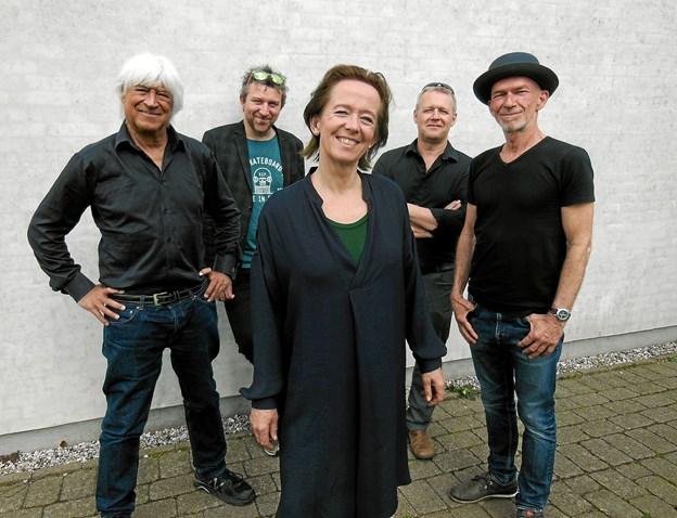 Lørdag 3. november venter et brag af en koncert med Anne Dorte og Billy Cross i Teatersalen bakket op af en stribe af Danmarks bedste musikere. Pressefoto